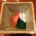 和創作 太 - 箸休め(春菊のお浸し・蕪の甘酢漬け・フルーツトマト)