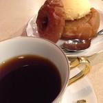 蔦珈琲店 - トップフォト コーヒーと焼りんご