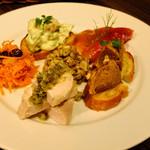 ビストロ サイトウ - オードヴル6品盛り合わせ(キャロットラペ、レンズ豆のサラダ、エビアボカドのディップ、自家製鶏ハム、クヌギマスのマリネ、豚肉とクルミのリエット)