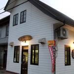 6047796 - シルバニアファミリーを思い出す喫茶店のような外観