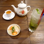 ベトナム料理クアンコム11 - モヒート、ベトナム茶、つきだし