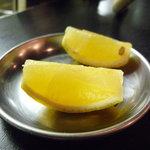 ホルモン焼肉 七福 - ☆レモンはこちらに準備OK☆