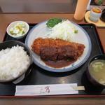 レストラン角  - ロースかつ定食中(妻有ポーク230g)