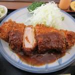 レストラン角  - ロースかつ定食中(妻有ポーク230g)アップ
