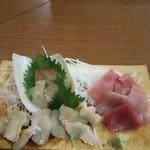 炭火焼村一番 - 料理写真:ミルガイ刺身(マグロはサービス)