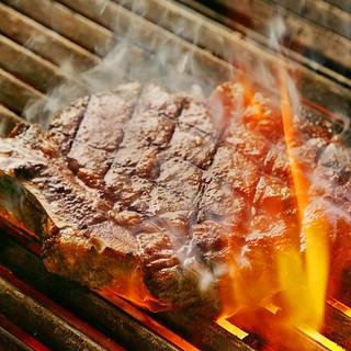 熟成肉を美味しく焼き上げる「ブラック&ブルー」