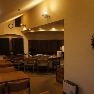 隣接のカフェ「ペントハウス」