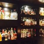 60486442 - たくさんのお酒が並ぶ絶景!