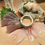 あわい - お刺身三点盛り(カワハギと肝、ホタテと紐、炙りのなんか)
