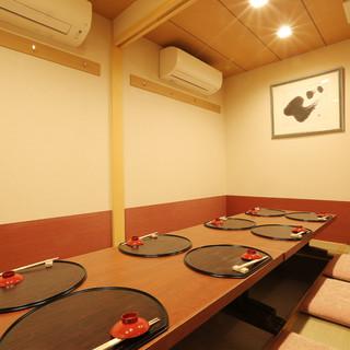 掘りごたつ式の「完全個室」完備。