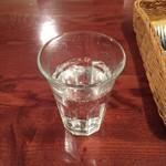 60490460 - お水は炭酸水。