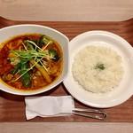 ビストロミナミヤ - チキンベジタブルスープカレー辛さ15番、1100円です。
