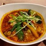 ビストロミナミヤ - 料理写真:オイリー具沢山なスープカレー美味しい♪