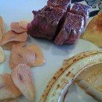 605825 - お皿に盛られたお肉