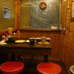 まんぼ亭 - 店内テーブル