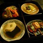 6050994 - 紅葉弁当。それぞれ料理が凝ってます。ごま豆腐もちもちでした❤