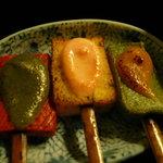 6050996 - 右から、こんにゃく、豆腐、お麩(多分)。色どりがかわいい!