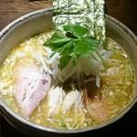 神田とりそば なな蓮 - 鴨の濃い出汁そば850円