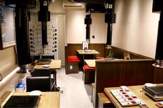 焼肉 とんび 栄店 - こぢんまりとしたオシャレな空間