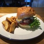 ハンバーガー生活のすすめ - 本覚バーガー(チーズトッピング)