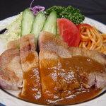 キッチン.トモ - ポークソテー 900円 お肉の美味しさを実感。デミソースが美味しくからみます。
