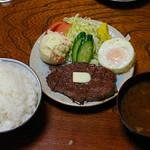 60513225 - ビーフステーキ ポテト 目玉焼き ライス大盛 ¥1080
