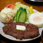 60513226 - ビーフステーキ ポテト 目玉焼き ライス大盛 ¥1080