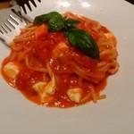 60514360 - モッツァレラとチェリートマトのトマトソース