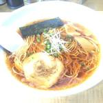 博多塩ラーメン 城 - 料理写真:醤油ラーメン=650円 逆光になってもうた。