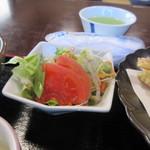 玄海 若潮丸 - 定食にはミニサラダも付いていたんで先ずはこれを口に運びました。