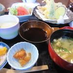 玄海 若潮丸 - お替りの出来るご飯には小鉢と味噌汁それに茶碗蒸しも添えられてましたよ。