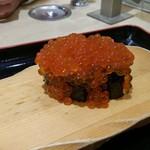 沼津魚がし鮨 流れ鮨 - いくら、すごもり