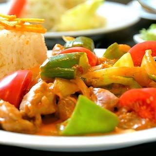 素材の味が五感を刺激する、辛さの奥に潜む不思議な美味しさ!