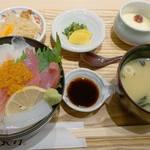 はかた天乃 KITTE 博多店 - 日替わり定食980円です。                             この日のメニューは、海鮮丼でした。