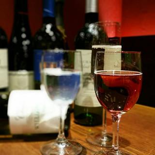 こだわりのワインは30種以上!