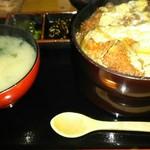 味彩 - 料理写真:カツ丼(味噌汁・漬け物付)