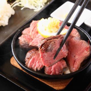 低温調理の熟成肉!独自調理法仕上げ。