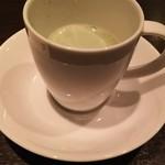 60544246 - (2016年12月 訪問)まず始めに春菊のスープをサービスされます。嬉しい。