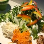 Cafe Wise Court 102 - 生野菜&ポテトサラダ、キャロット・ラペ