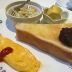 園 - 料理写真:小倉トーストとオムレツのモーニング