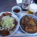 60547158 - ホルモン丼と肉豆腐と瓶ビール