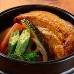 愛犬の駅 - 料理写真:とろっとろ豚肉の熱々石鍋スープカレー