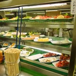 岩田屋酒店 - ガラスの冷蔵庫から自由に料理を取りましょう