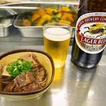 岩田屋酒店 - ホルモン煮 & ビール