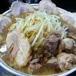 ダントツラーメン - ラーメン並(野菜・脂・濃さ:普通) + 豚増し + 味玉入