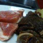 松龍 - 右のお肉がカルビとの説明