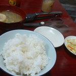 松龍 - 定食のライス、味噌汁、お新香