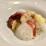 60550666 - オマール海老のソテー モッツァレラを詰めたラビオリ ズワイ蟹のソース 柚子の泡で