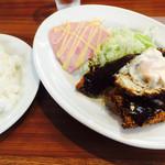 塚本 マルヤ - ランチ=トンカツ + エビ + 目玉焼き