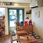 ツモリ カフェ&フラワー - 店内も可愛い雰囲気です